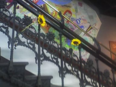 Sunflowers_in_chelsea_stairwell_2